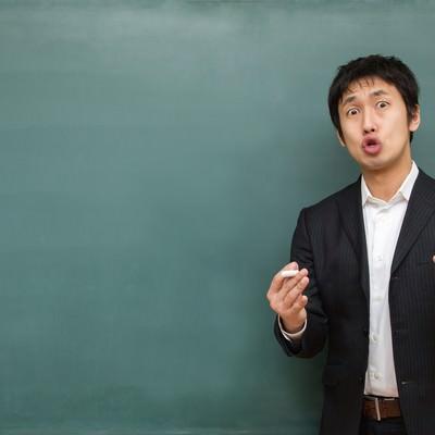 「試験に向けて熱く答弁する塾講師」の写真素材