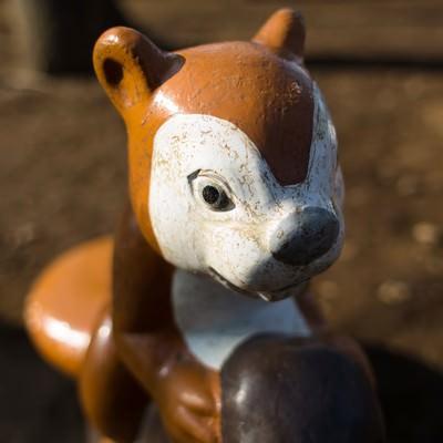 ボロボロのりすの遊具の写真