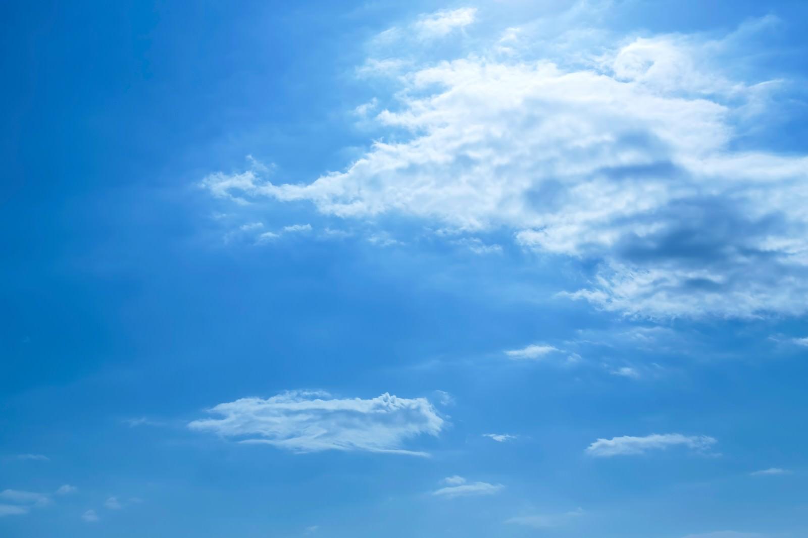 「青い空と昼青い空と昼」のフリー写真素材を拡大