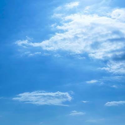「青い空と昼」の写真素材