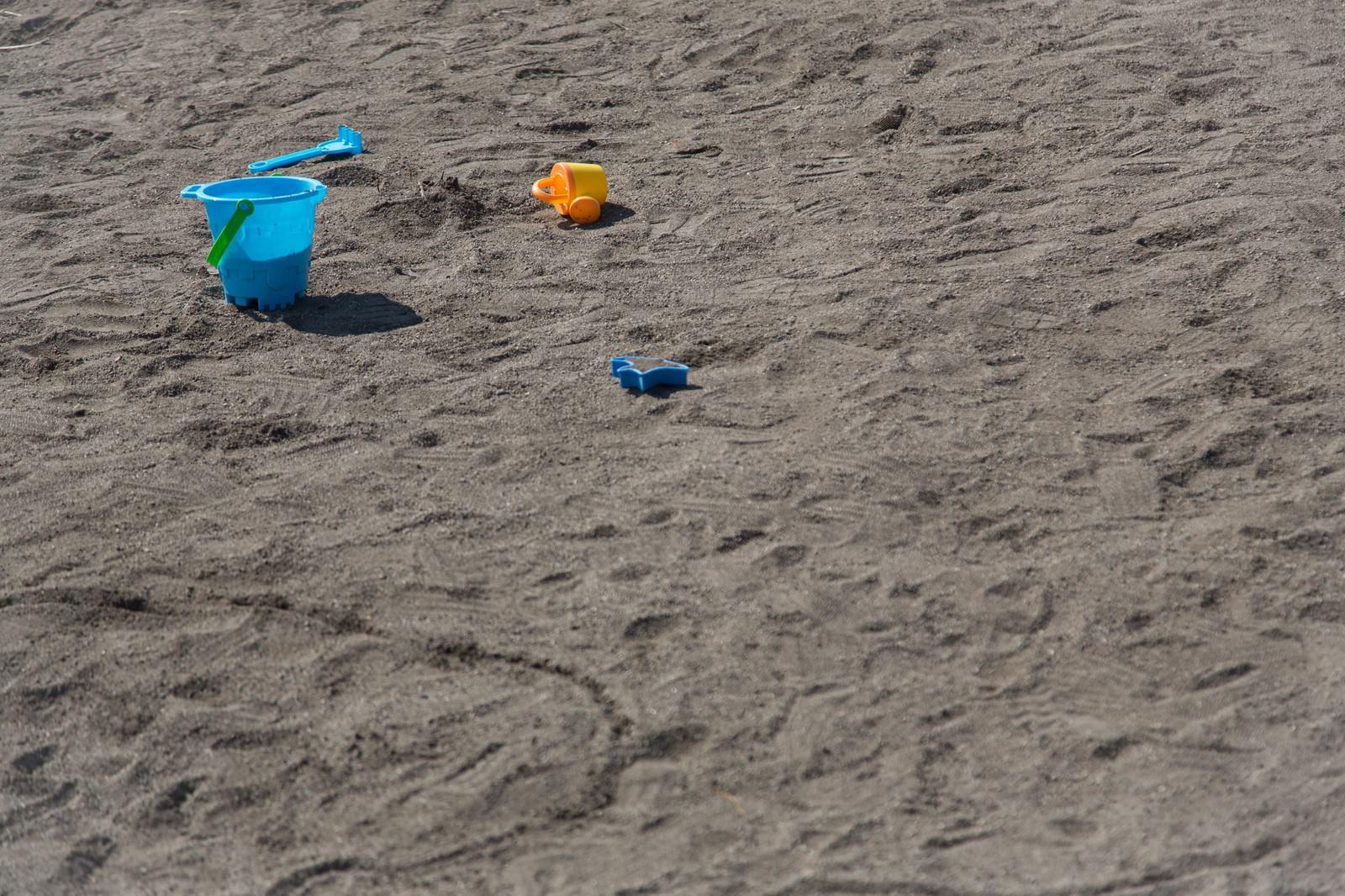 「砂場のバケツ」の写真