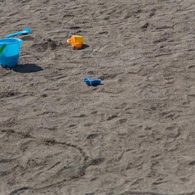 「砂場のバケツ」の写真素材