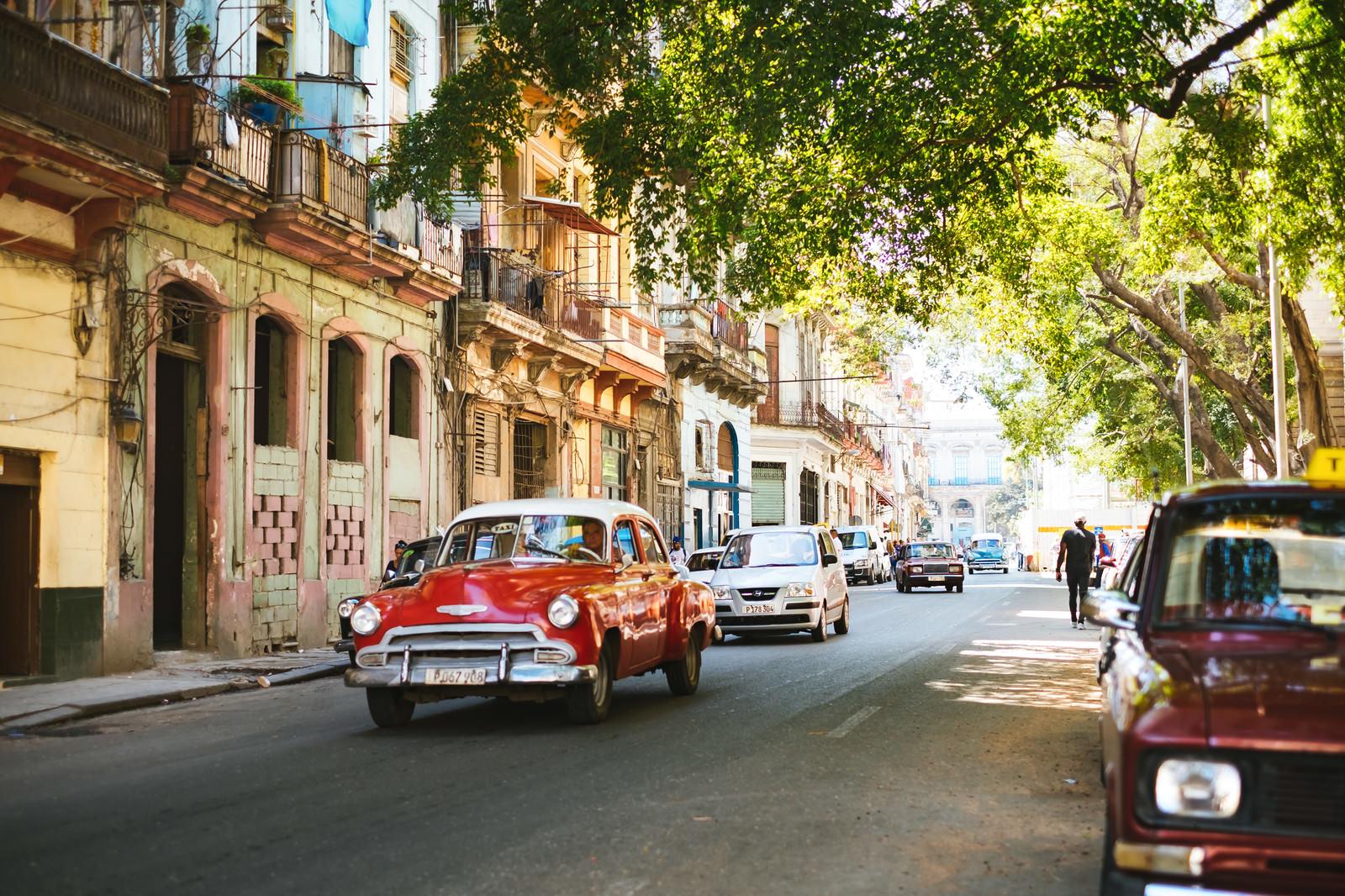 「新浴の町並み(キューバ)新浴の町並み(キューバ)」のフリー写真素材を拡大