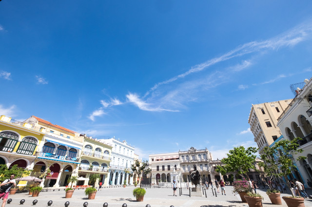 青空とハバナ(キューバ)の市街地の写真