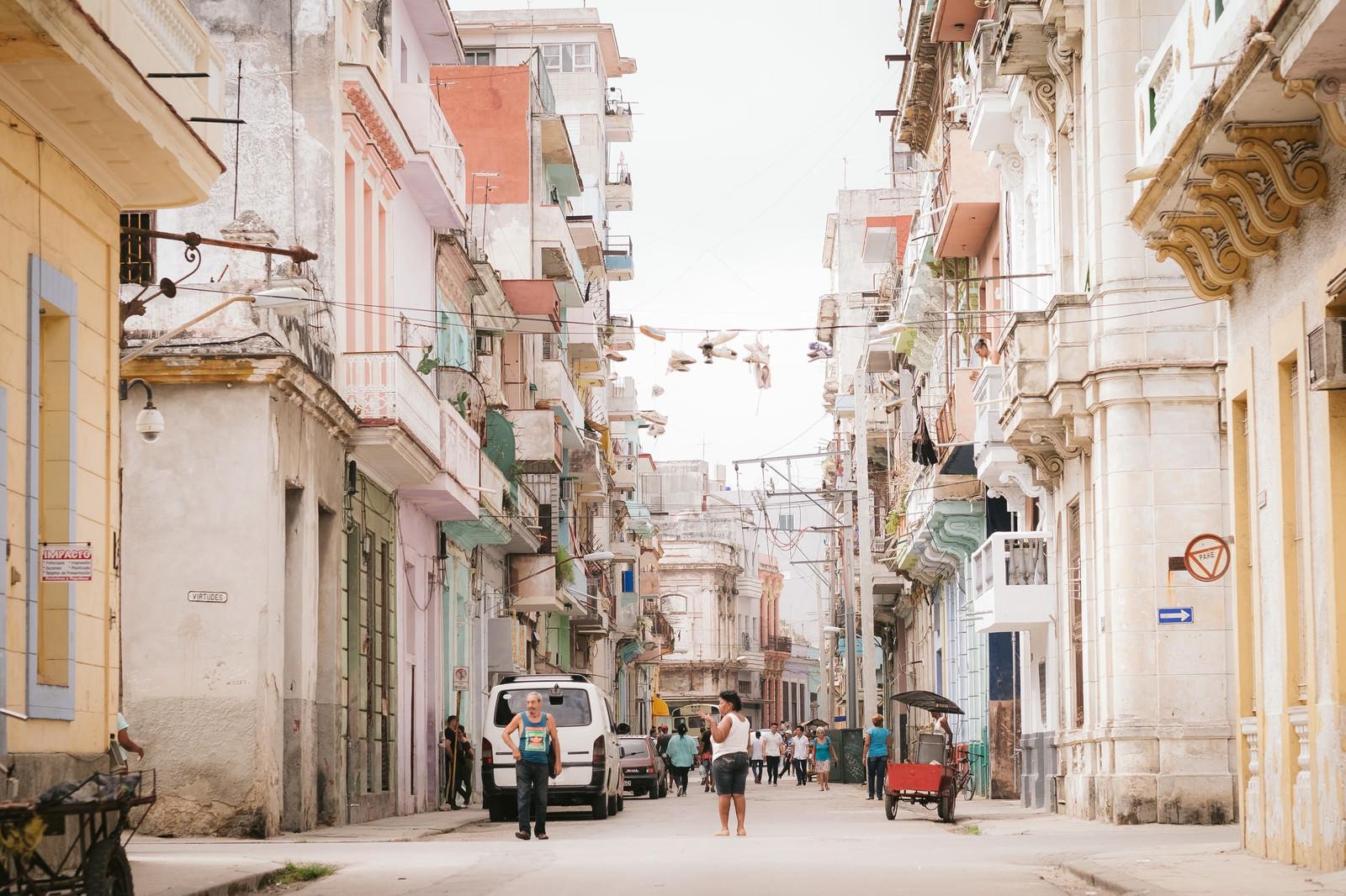 「フォトジェニックなハバナの街並みフォトジェニックなハバナの街並み」のフリー写真素材を拡大