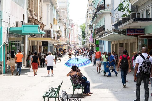 レトロな美しいハバナの街並みの写真