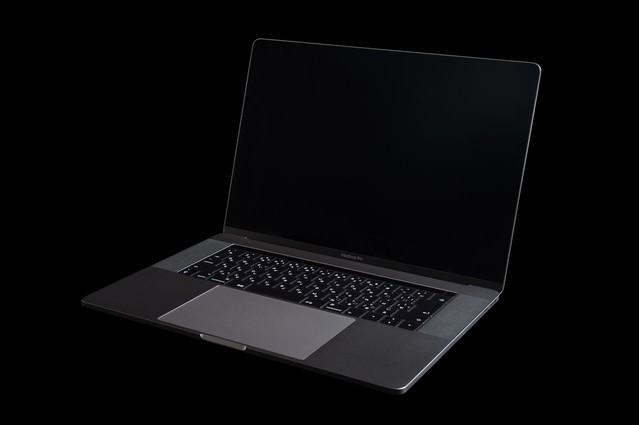 15インチの新しいノートPCの写真
