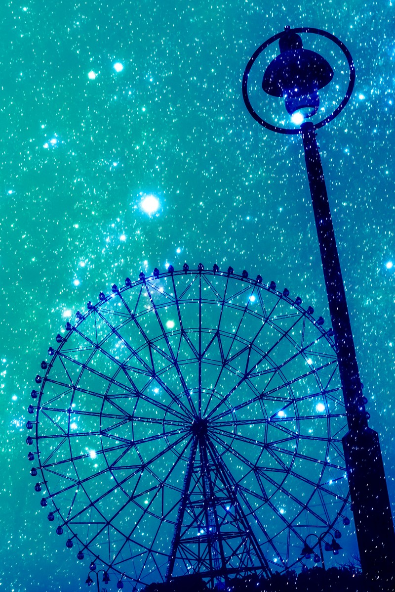 「星空の観覧車星空の観覧車」のフリー写真素材を拡大
