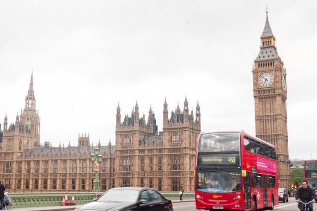 「ロンドンの町並みとビッグベン」のフリー写真素材