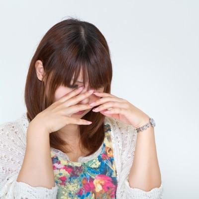 「悲しくて泣き出す女性」の写真素材