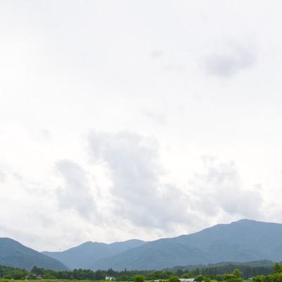 「夏の山と空」の写真素材
