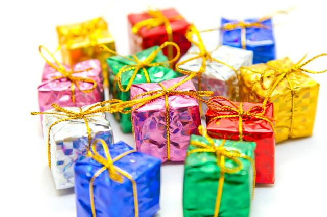 「プレゼント用の小さな箱」のフリー写真素材