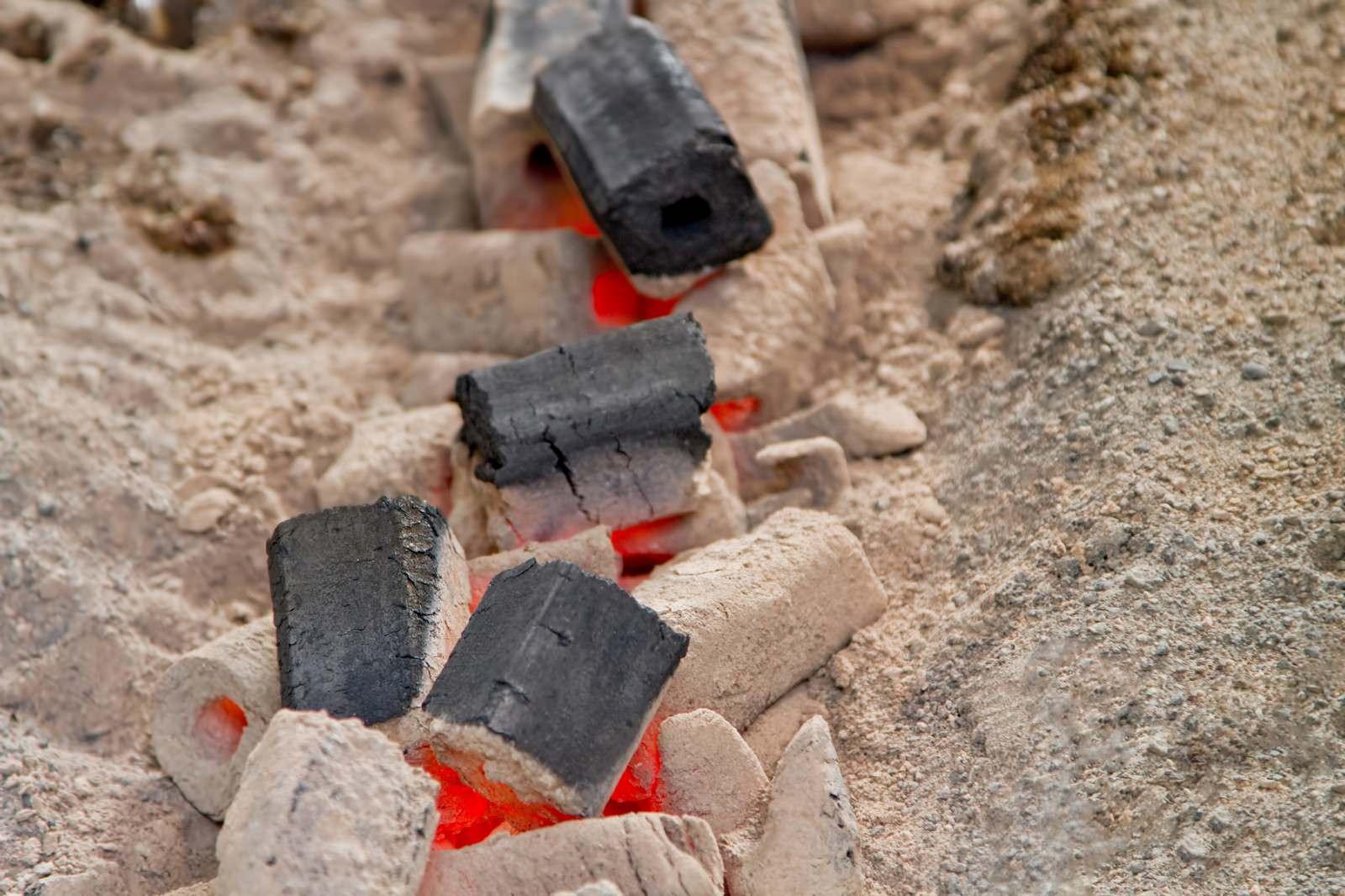 「灰と木炭」の写真