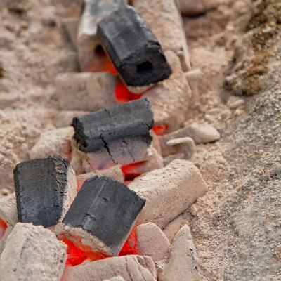 灰と木炭の写真