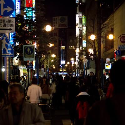 「夜の横浜の繁華街」の写真素材