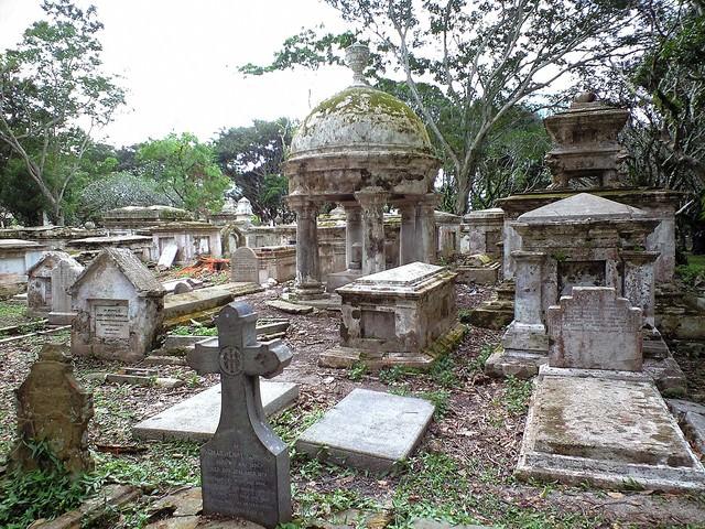 ジョージタウンの荒れた墓地の写真