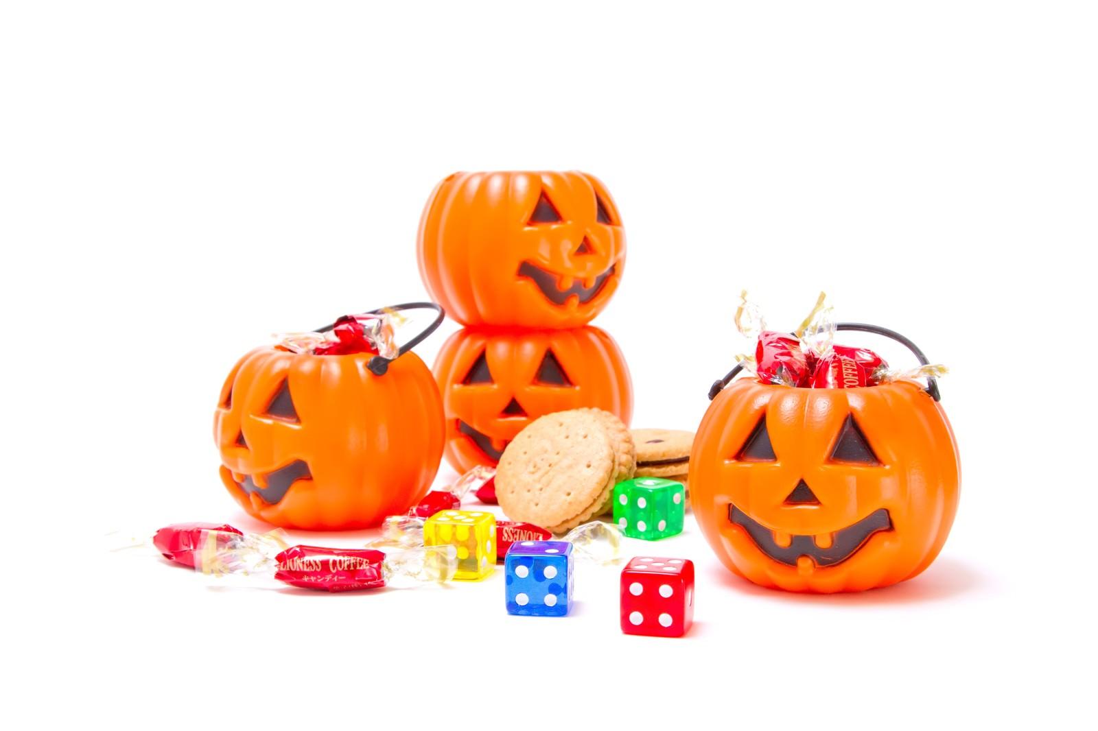 「ハロウィン用のカボチャとお菓子ハロウィン用のカボチャとお菓子」のフリー写真素材を拡大