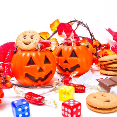 おばけのかぼちゃとお菓子の写真