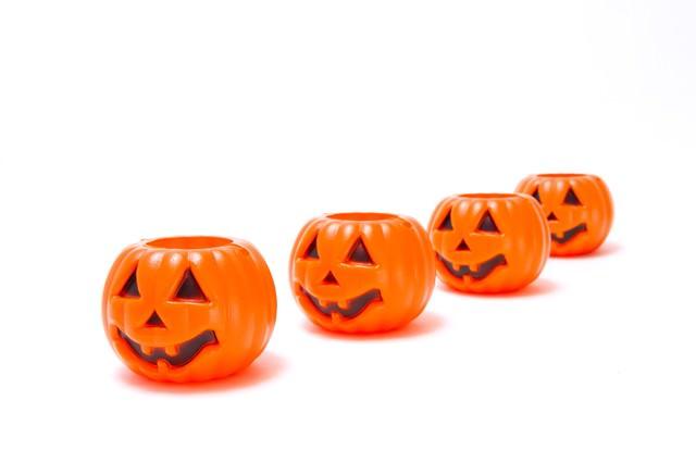 列をなすハロウィンかぼちゃの写真