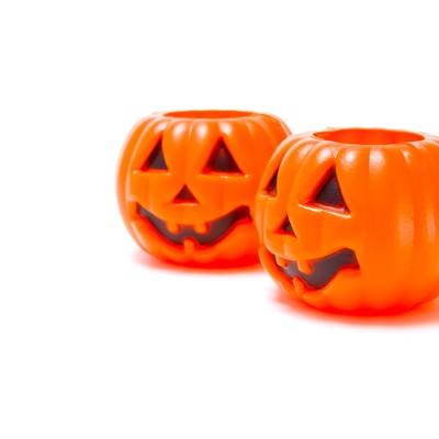 「ハロウィン用の薄らわらいのおばけかぼちゃ」の写真素材
