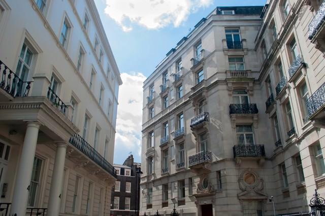ウエストミンスター付近のロンドンの町並みの写真