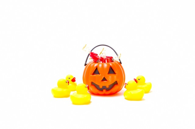 かぼちゃのおばけを召喚するあひるちゃんの写真