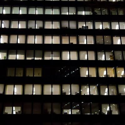 眠らないオフィスの写真