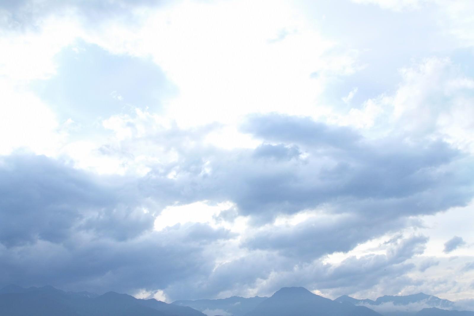 「アルプスの山々と雲」の写真