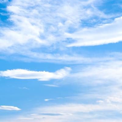 「夏の青空と雲」の写真素材