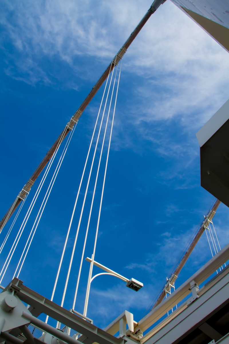 「青空と陸橋下」の写真