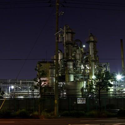 「関係者立入禁止の工場(夜景)」の写真素材