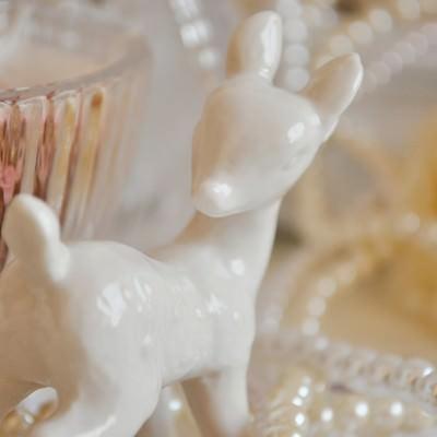 「陶器のバンビちゃん」の写真素材
