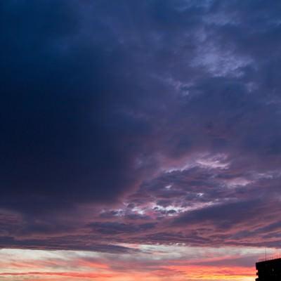 「夕暮れのオレンジ空」の写真素材