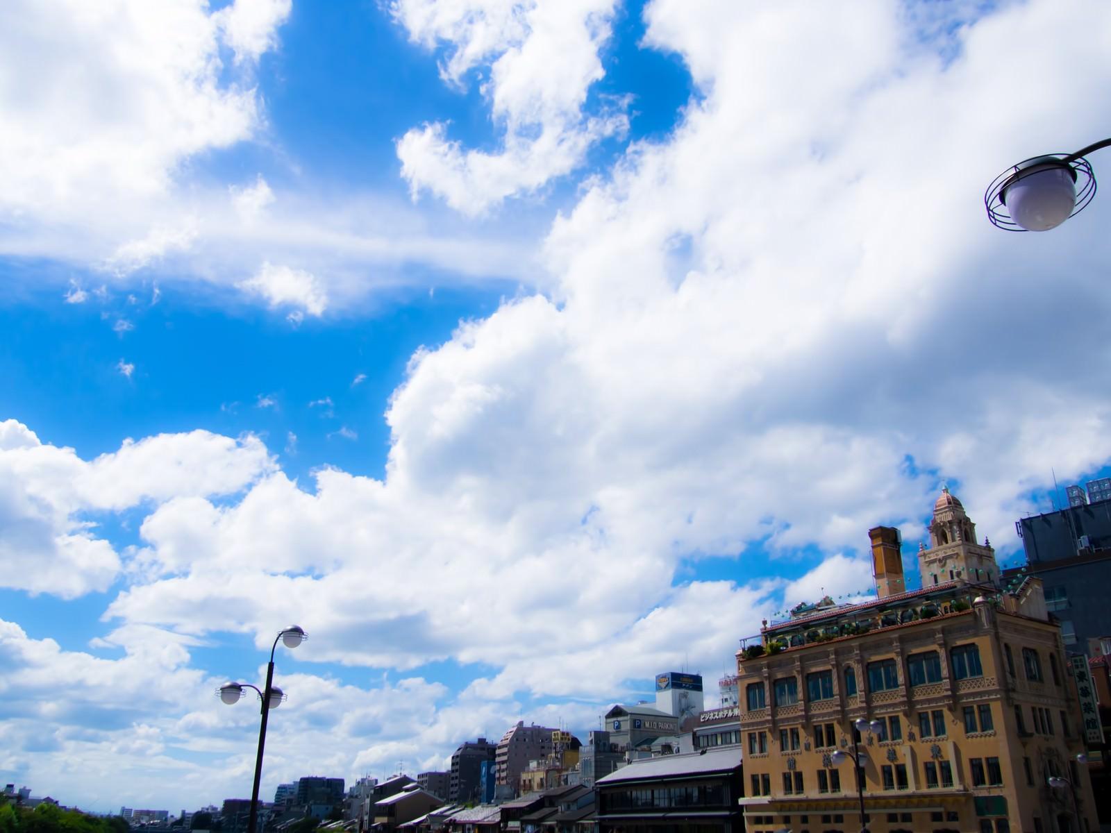 「京都の空 | 写真の無料素材・フリー素材 - ぱくたそ」の写真