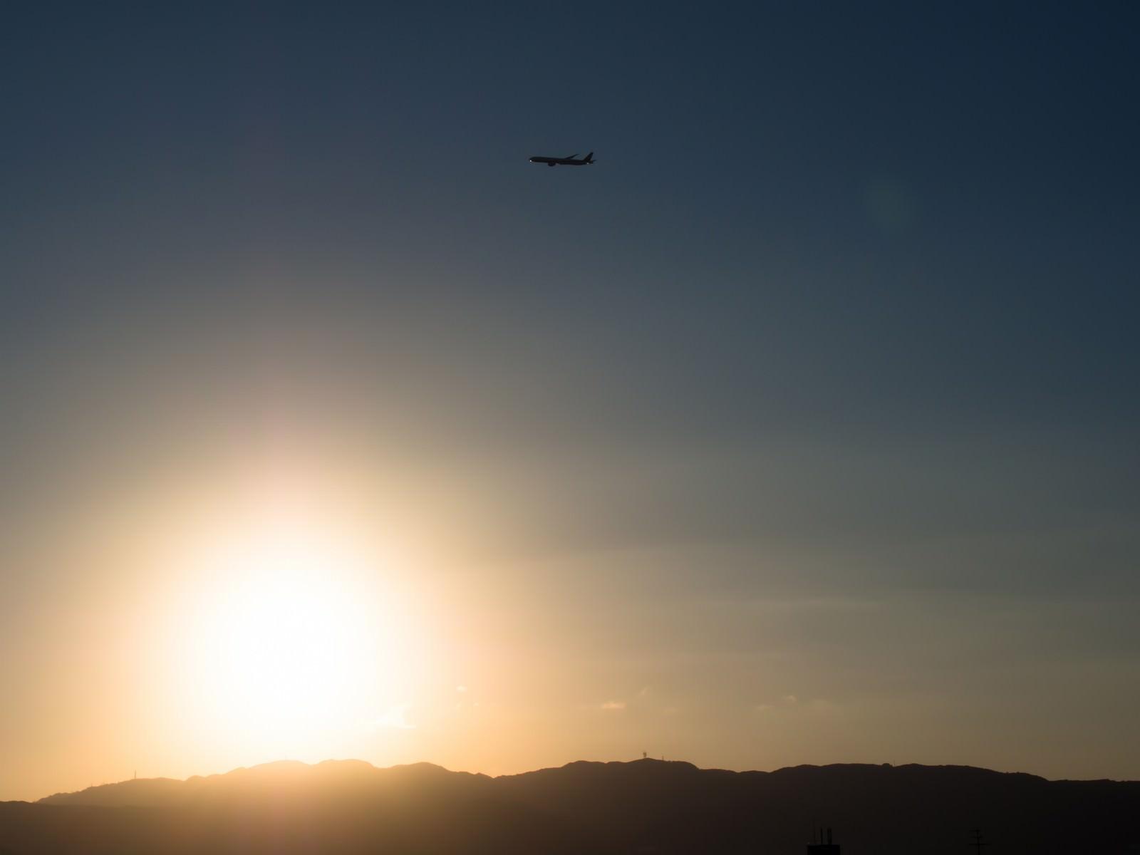 「飛行機と夕日」の写真