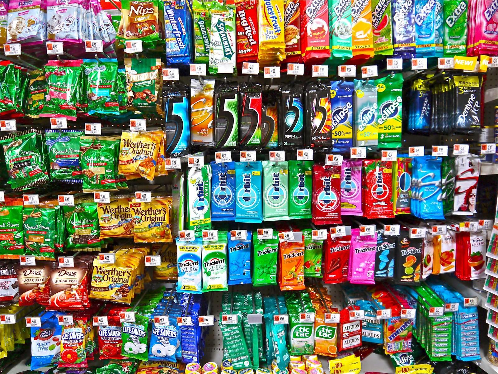 「外国のガムとキャンディ外国のガムとキャンディ」のフリー写真素材を拡大