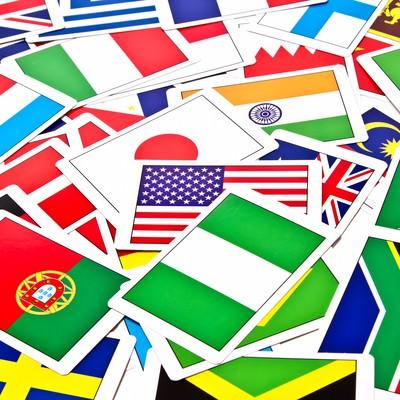 「散らばった国旗カード」の写真素材
