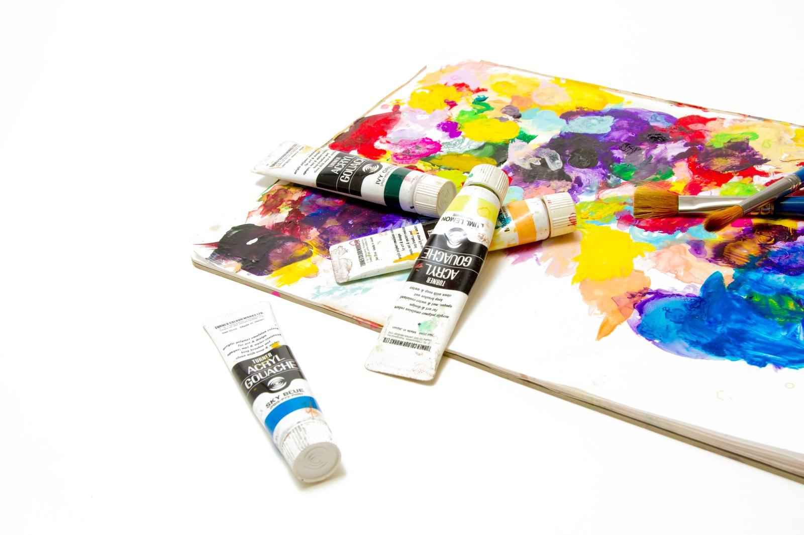 「絵の具とパレット絵の具とパレット」のフリー写真素材を拡大