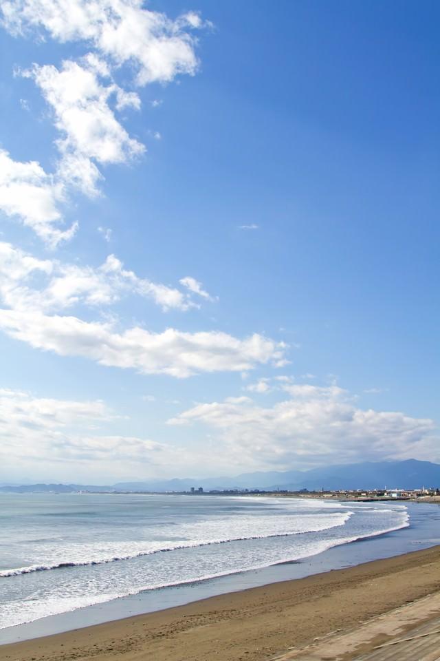 青い空と海岸の写真