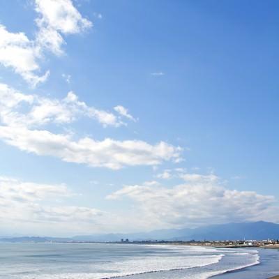 「青い空と海岸」の写真素材