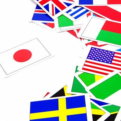 「日本だけ孤立した国旗カード」の写真素材