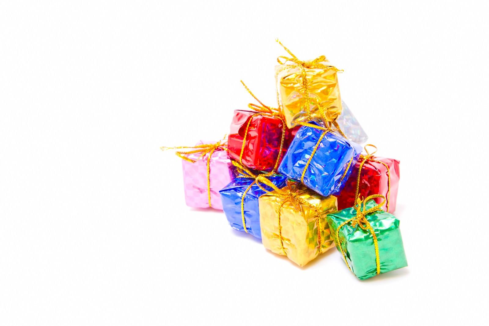 「積み重なった小さなプレゼントボックス | 写真の無料素材・フリー素材 - ぱくたそ」の写真