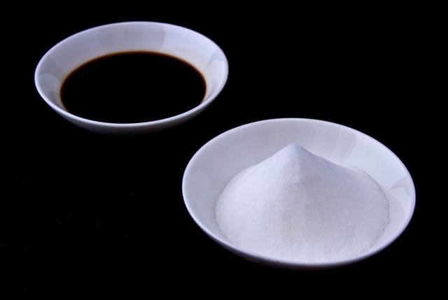 塩と醤油の写真