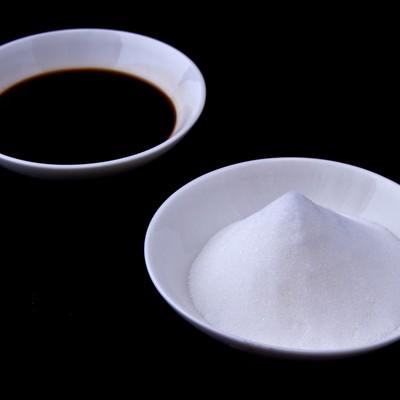 「塩と醤油」の写真素材