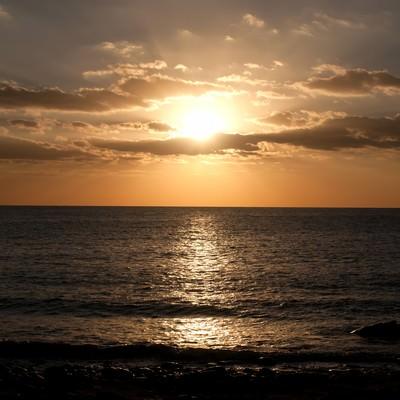 「屋久島の海と夕焼け」の写真素材