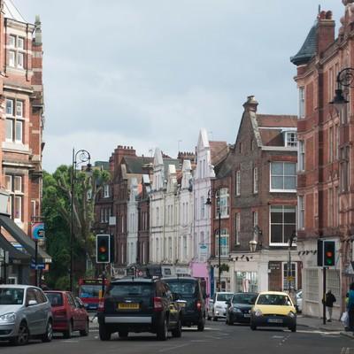 「ハムステッドの町並み(車や人)」の写真素材