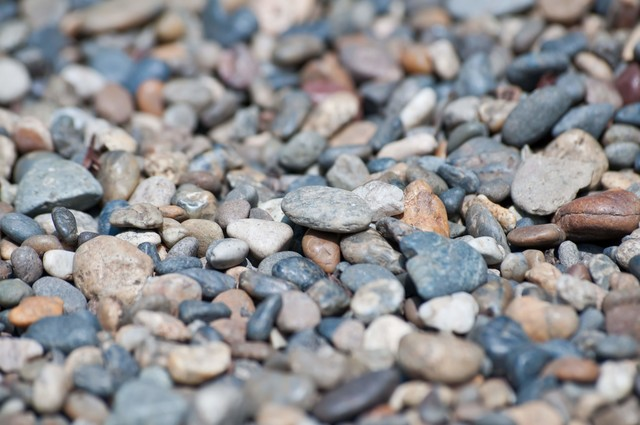 河川の小石の写真