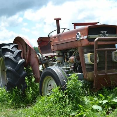 「古い耕運機」の写真素材