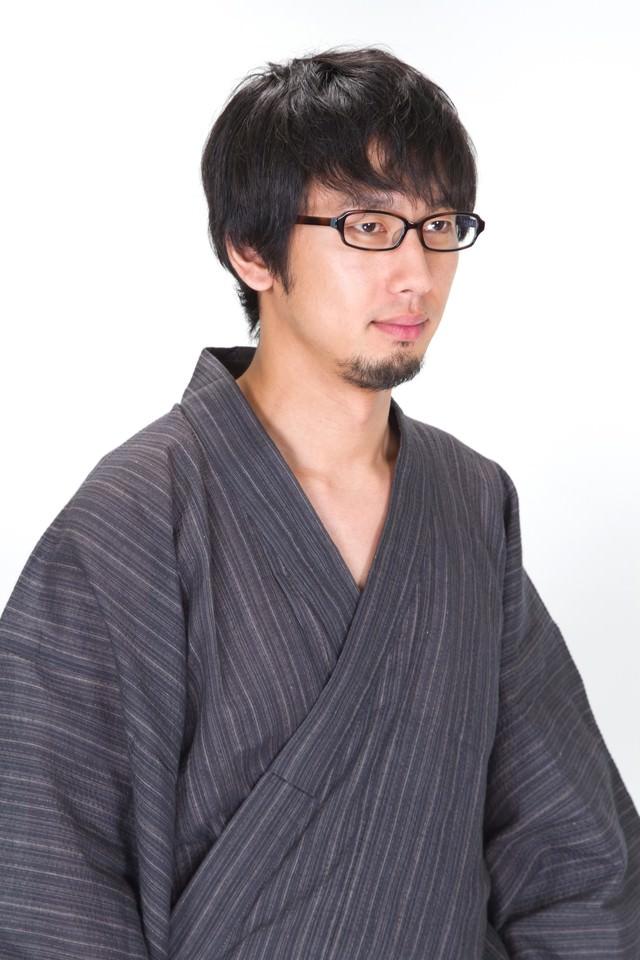 髭が生えた眼鏡浴衣男子の写真