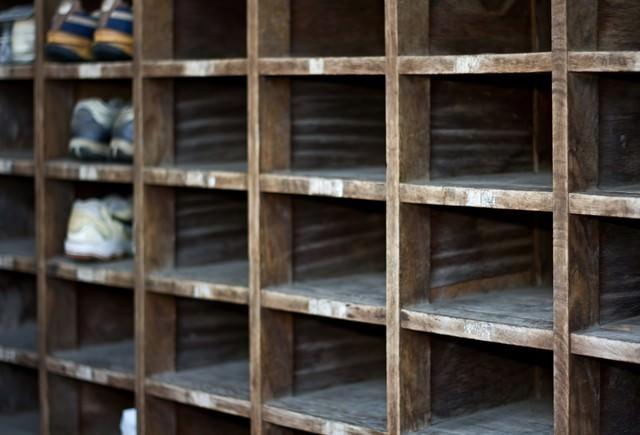 廃校の下駄箱の写真